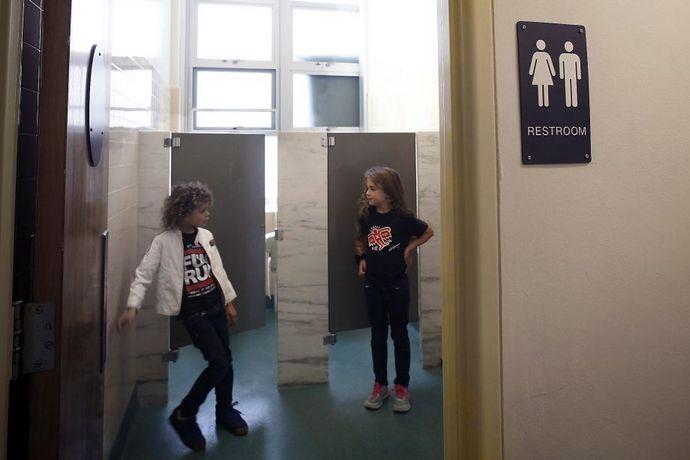 В одной из начальных школ Сан-Франциско (дети с 5 до 11 лет) отменили обычные туалеты и сделали туалеты
