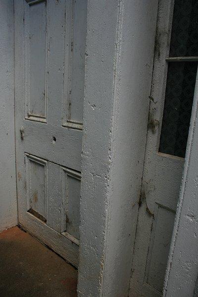 H: door