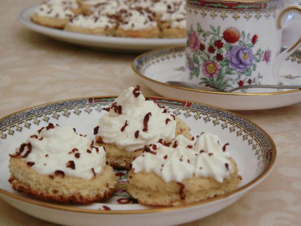 ореховые пирожные со сливками