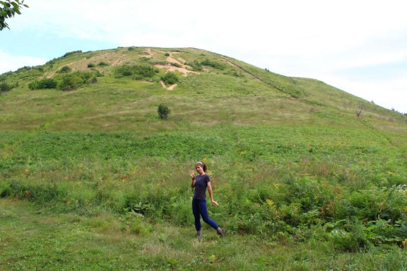 на фоне горы Круглой