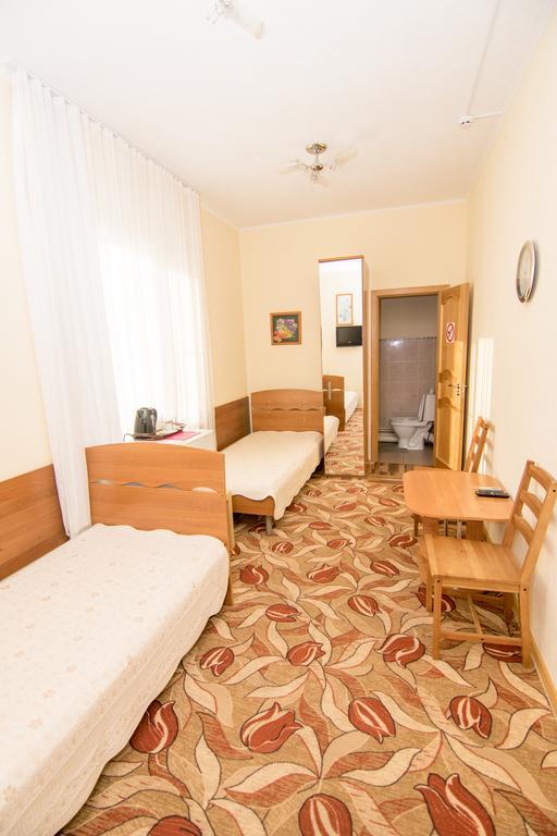 мы жили в гостинице Солнечной примерно в таком номере, фото: booking.com