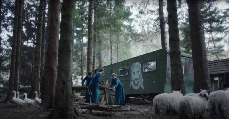 Мужчина живет в лесу с 20 женщинами kogda.info
