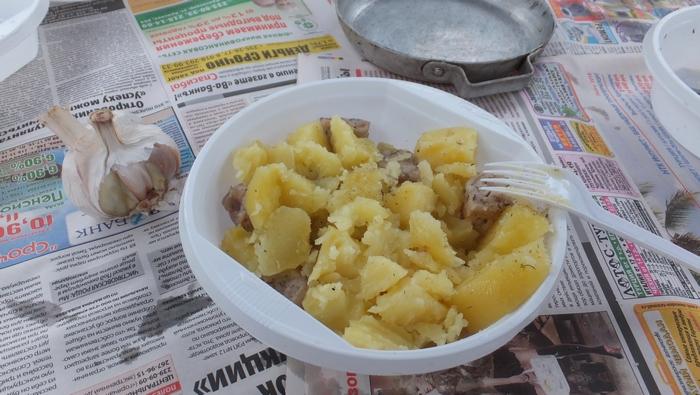 картошка с шашлыком