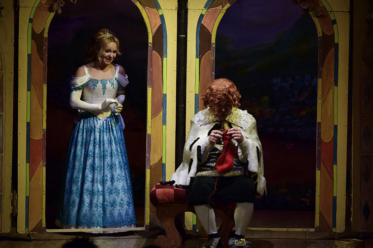 Сцена из спектакля. Фото с сайте театра.