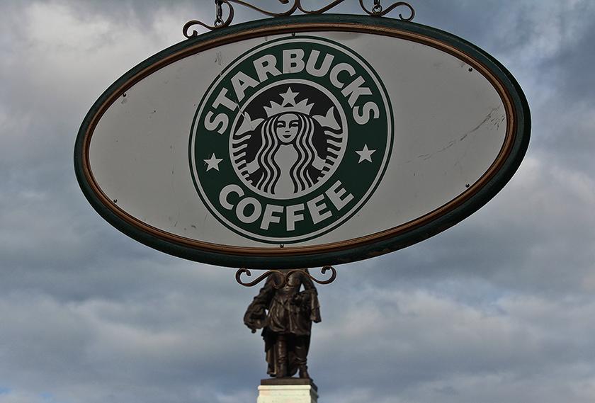 starbucks coffee а никакое не café, во французском это слово одно на продукт и место