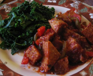 BBQ Tempeh and Peppers with Steamed Kale