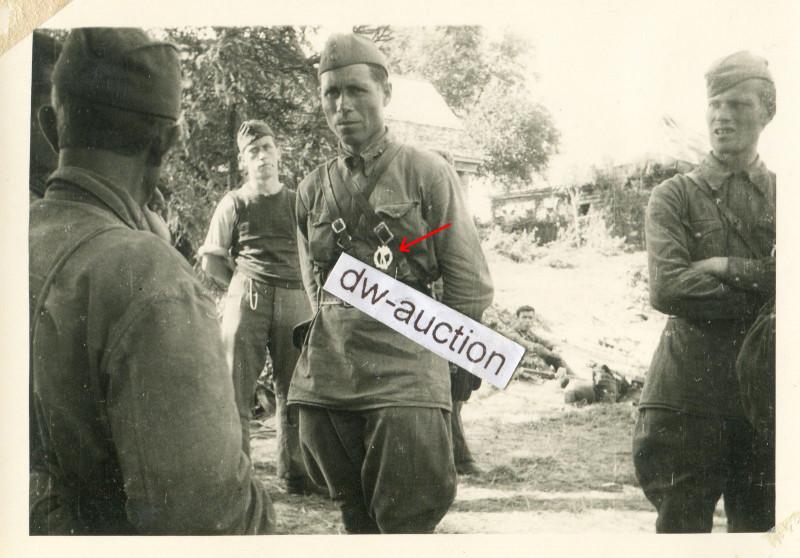 Wlassow Armee POA , russischer Soldat mit verliehenem ISA SELTEN