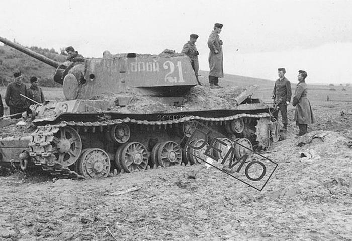 Танки КВ-1 6-й гвардейской танковой бригады литера А