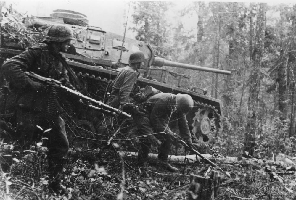 22.08.1942 Wald Kolodesi Kradschtz Btl 59 + II. Pz Gren Rgt 40 Vom Bildberichter Kraaysanger der Pz. P K 693 1