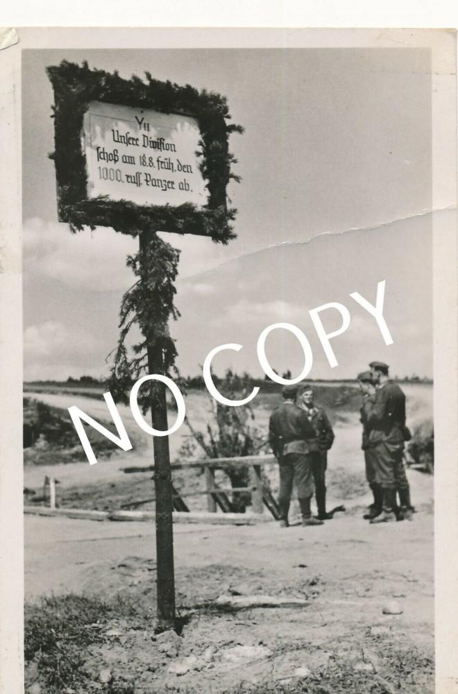 Foto PK WK II, Erinnerungstafel Panzerdivision Soldaten B1.50