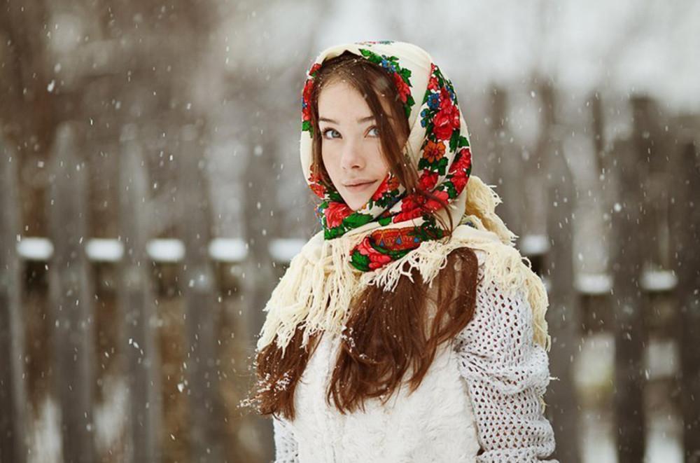 Русская красавица на снегу
