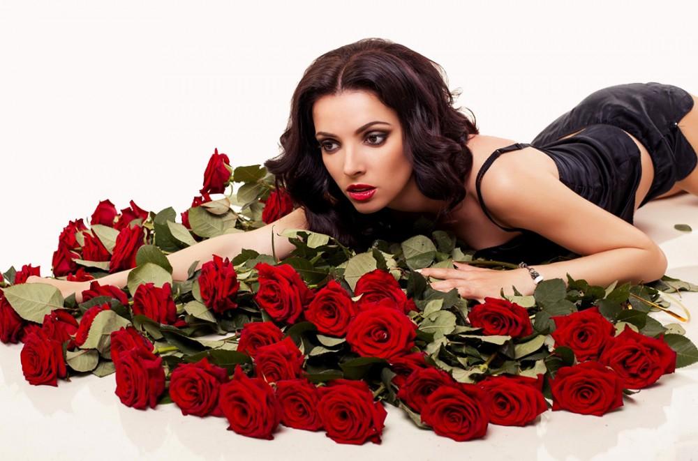 Фото с розами и надписью шикарной женщине