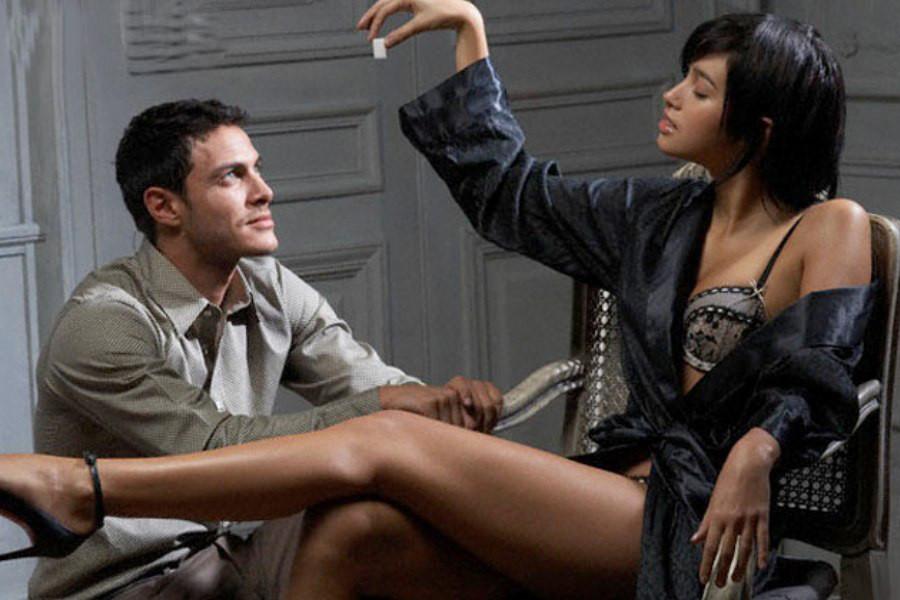 такая есть сексуальная девушка соблазняет мужчину посмотреть секс что-то спрашиваем