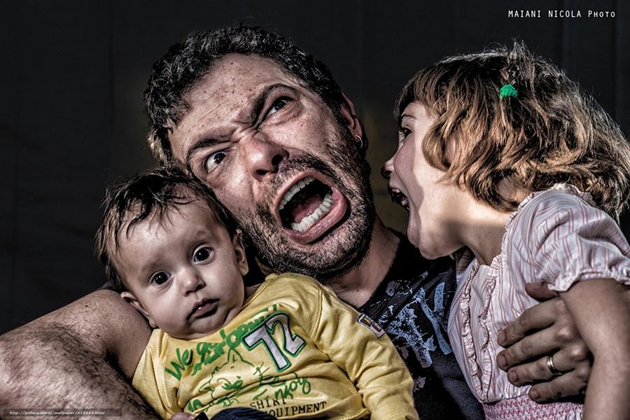 Ролики мужчина бьет по яйцам мужчину фото 299-591