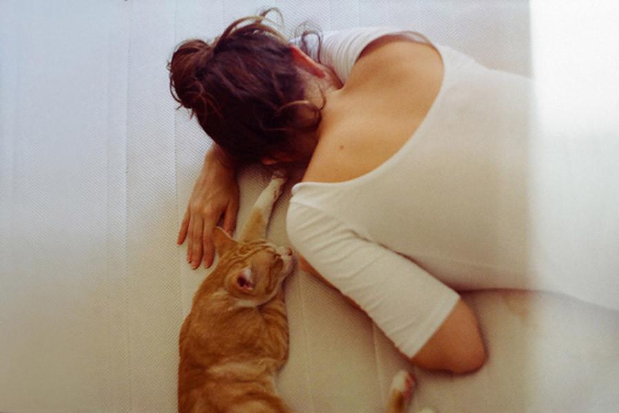 cat-cute-girl-sleep-vintage-Favim.com-258206.jpg
