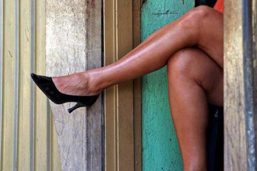 Почему мужика преследуют проститутки?