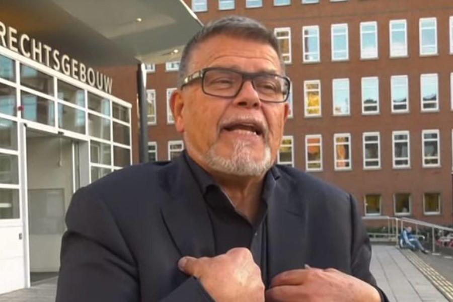 69-летний мужчина требует сделать себя 49-летним