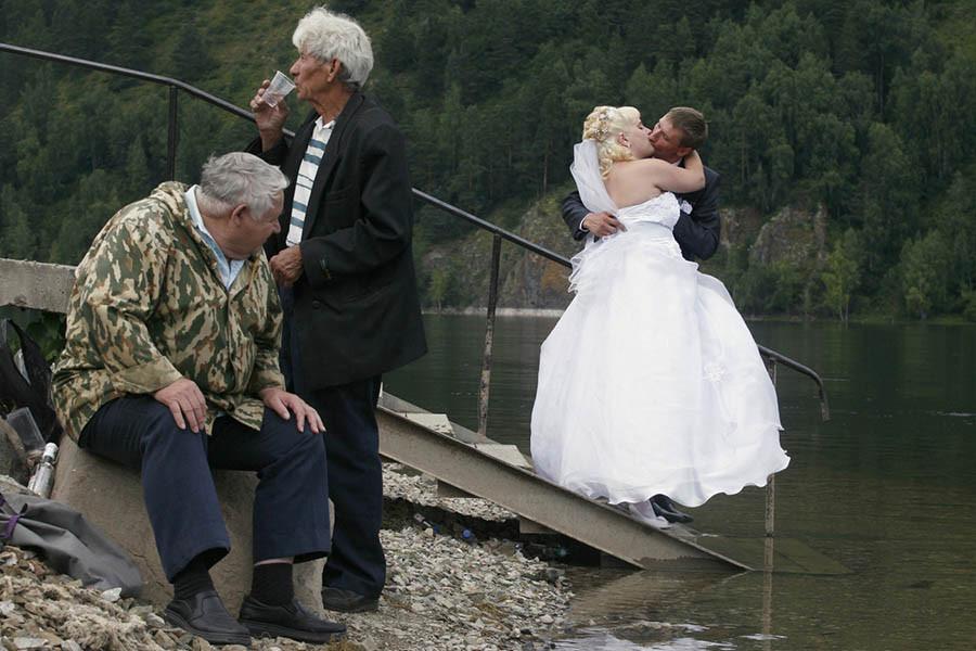 Жениться не на ком?