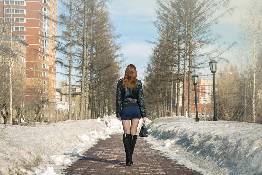 Зачем женщины носят короткие юбки и высокие каблуки?