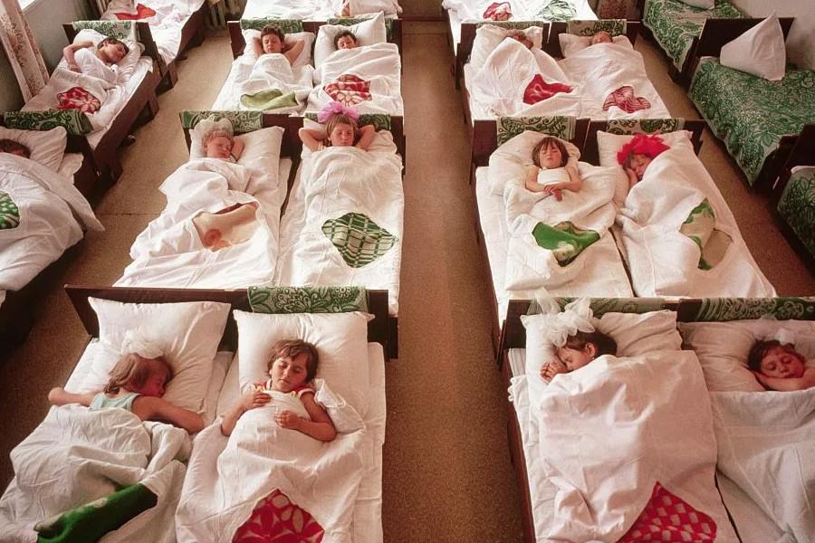 Стандарты материнства: в СССР и сейчас. Новые детские стрессы и страшилки