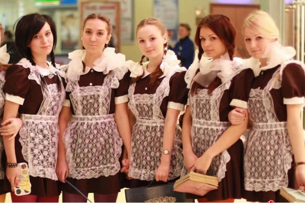 В школах снова носят советскую форму. Фото: tsn.ua.