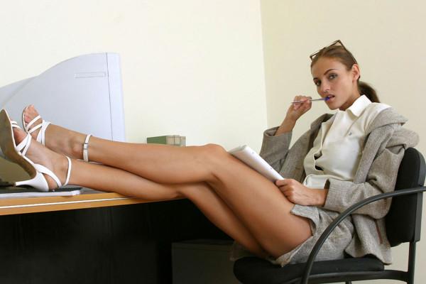 Начальник и милая секретарша