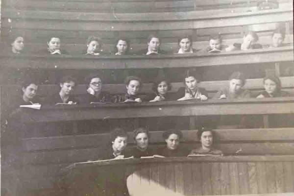деревянная аудитория