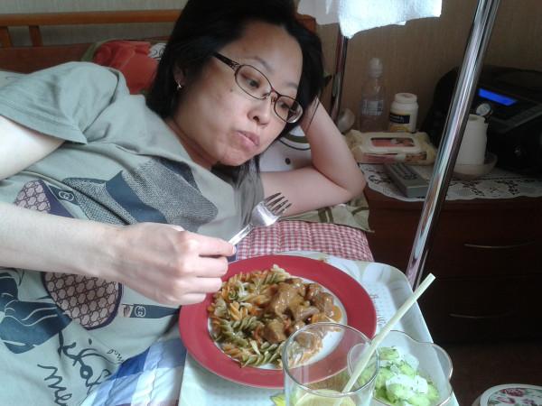 мамин обед ем и думаю