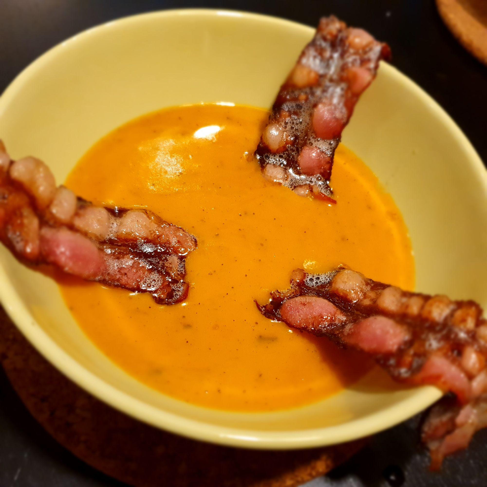 Тыквенный суп с жареным беконом