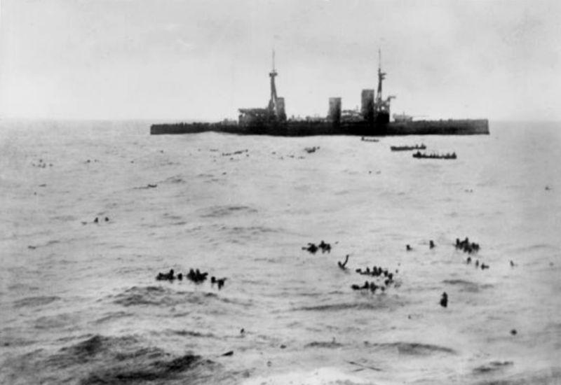 800px-HMS_Infexible_Falklandy