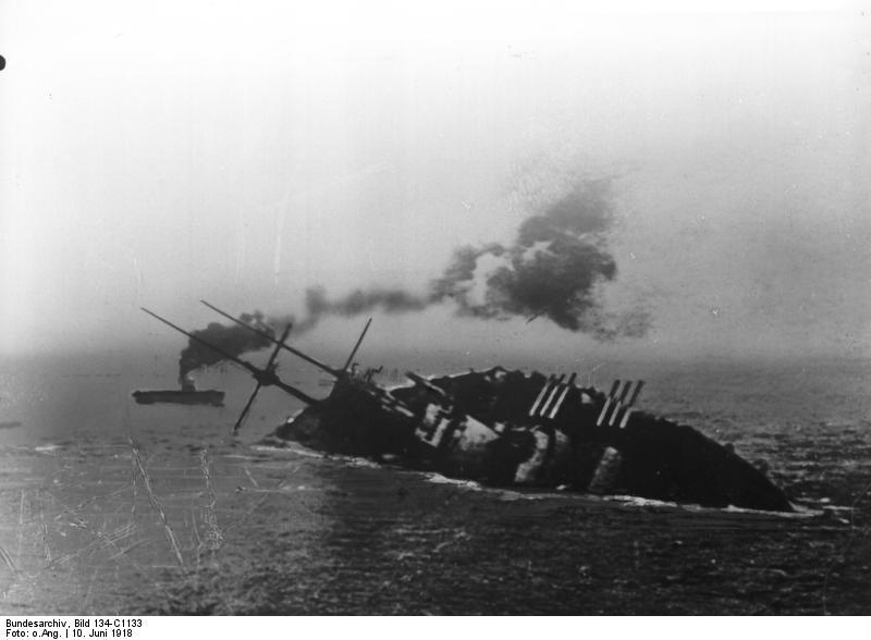 Bundesarchiv_Bild_134-C1133,_Szent_István,_Sinkendes_Linienschiff