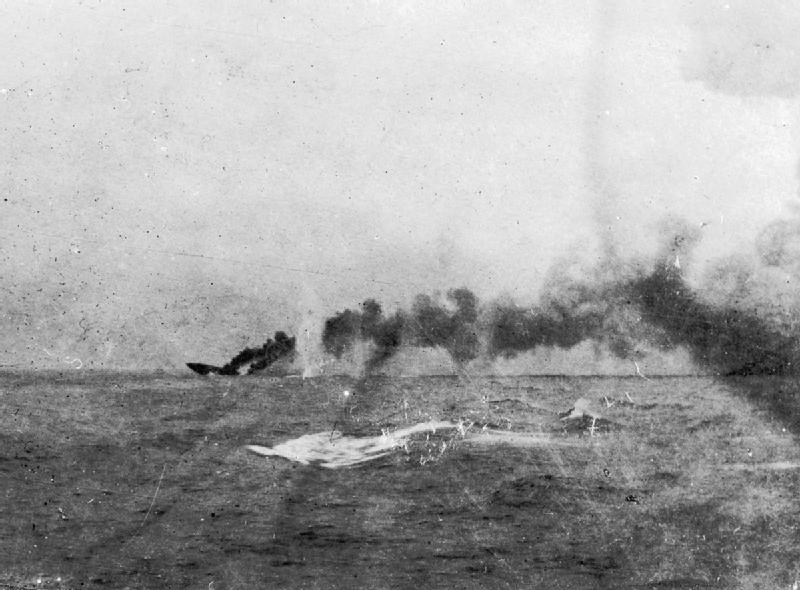 HMS_Indefatigable_sinking 1117