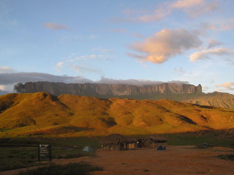 Вид на Рорайму со стороны венесуэльского плато.