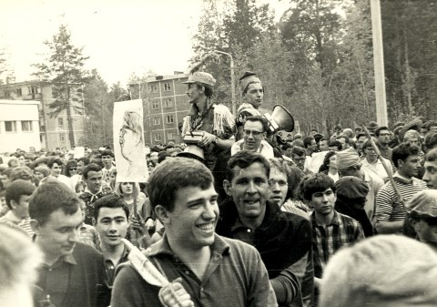 Мой брат MORALG (крайний слева) тоже катил эту телегу.