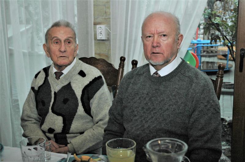Тарасов с сыном.jpg