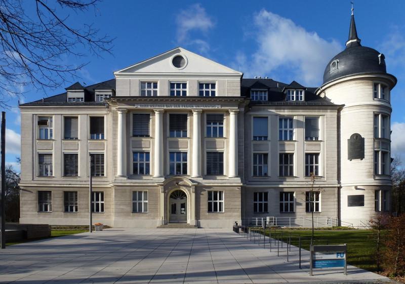Dahlem_Thielallee_Hahn-Meitner-Bau