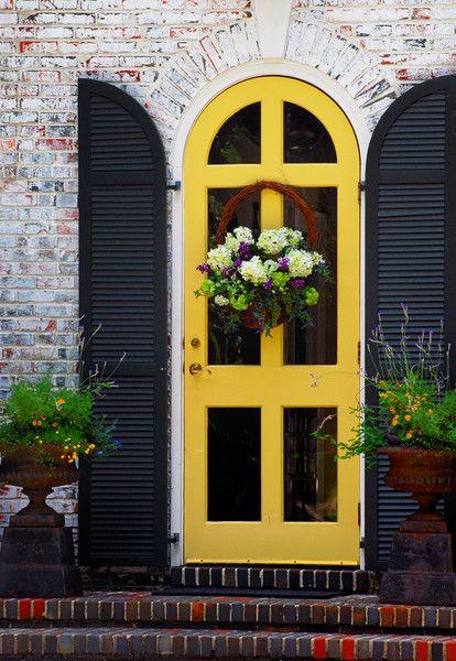интересное оформление входной двери