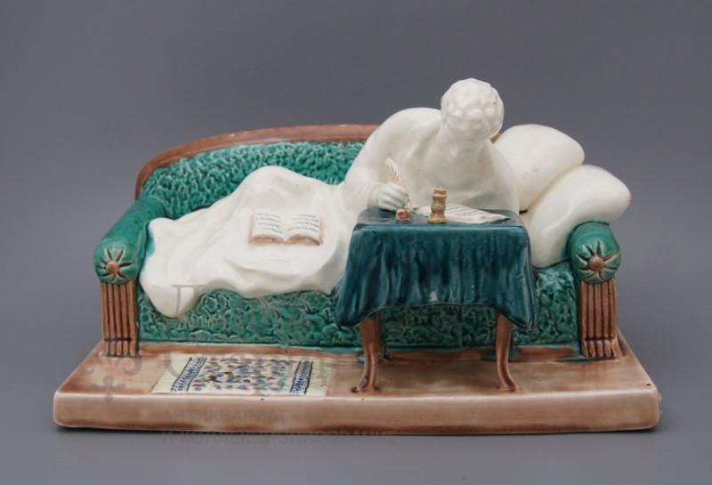Скульптура «А. С. Пушкин на диване».jpg
