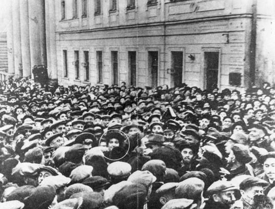 Golda_Meir_Moscow_1948.jpg