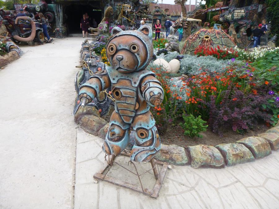 Козельск. Вихляндия - парк злого скульптора. P1340872f.JPG