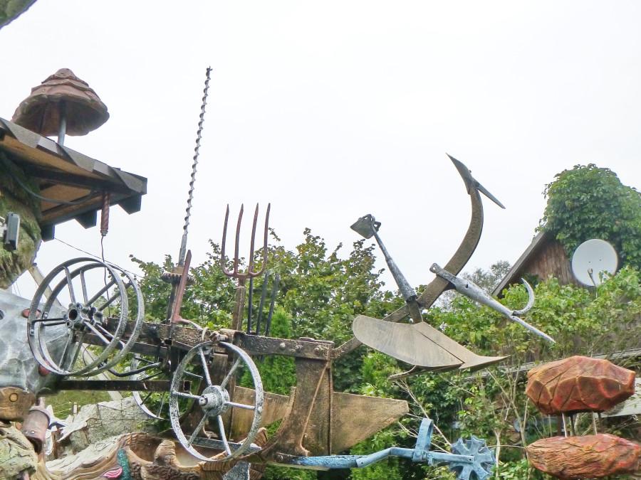 Козельск. Вихляндия - парк злого скульптора. P1340881f.JPG