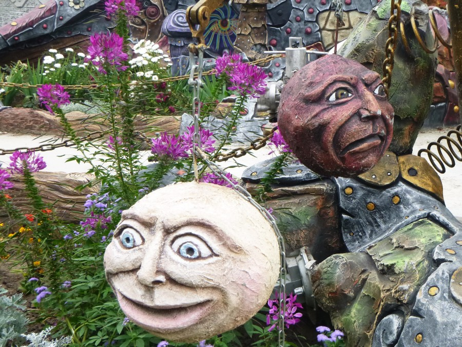 Козельск. Вихляндия - парк злого скульптора. P1340888f.JPG