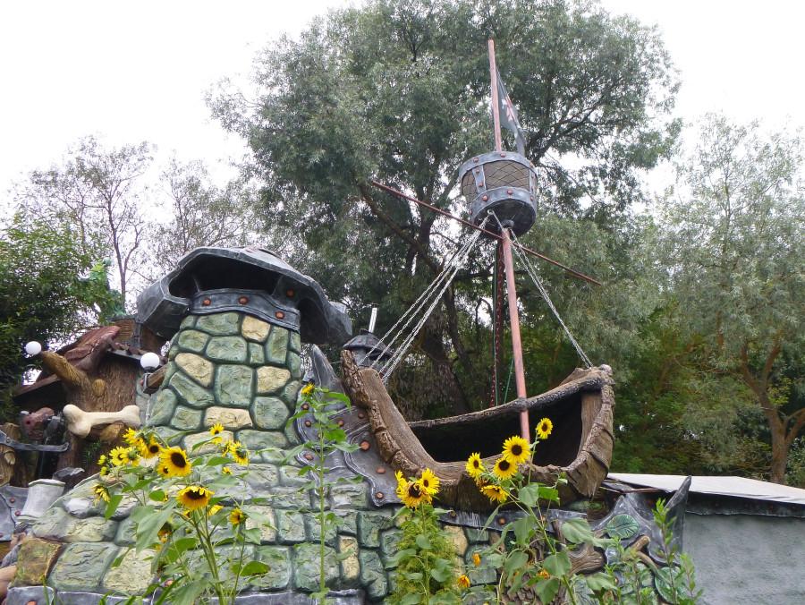 Козельск. Вихляндия - парк злого скульптора. P1340900f.JPG