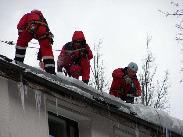 Уборка снега с крыши в новосибирске цены