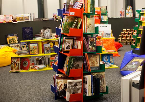 Мы очень любим детские книги  советскую классику и современных  скандинавских авторов, большие иллюстрированные энциклопедии и книжки- игрушки для самых ... 6f30e643cb5