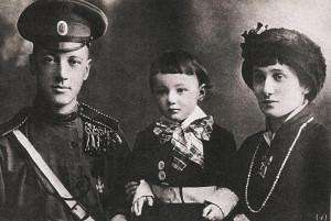 Н.С. Гумилев с А.А. Ахматовой сыном Левой (Л.Н. Гумилевым)