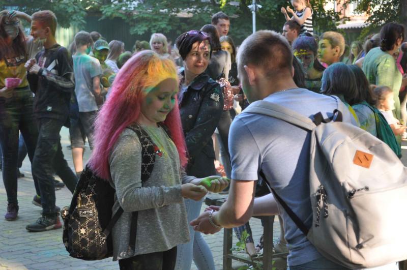 Звенигород, 1 июня 2019 года, Фестиваль Красок. Городской парк.