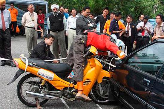 краш-тест для мотоциклов