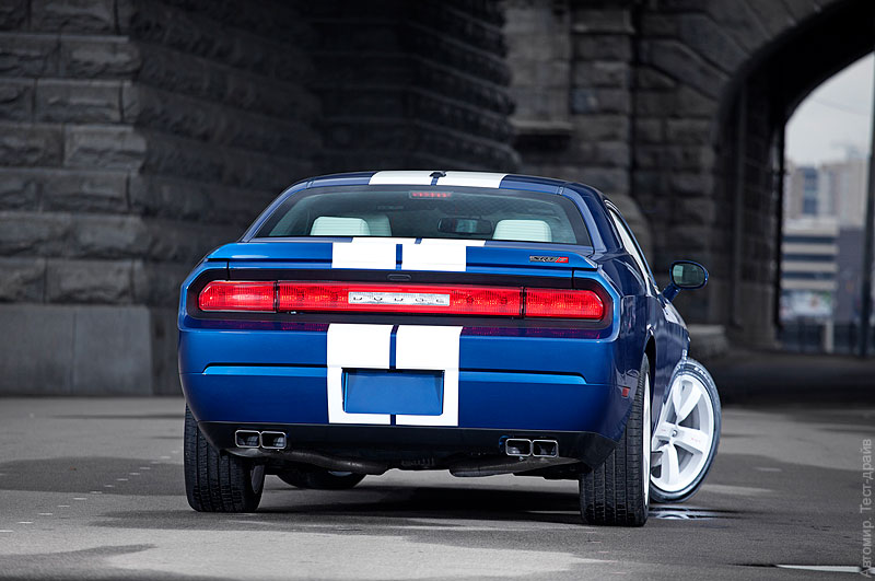 Challenger-SRT-8-Blue-06