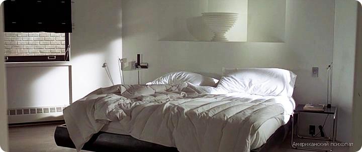 дизайн интерьера гостиной из фильма Американский психопат, комната холостяка, черно-белый интерьер, гостиная в стиле минимализм